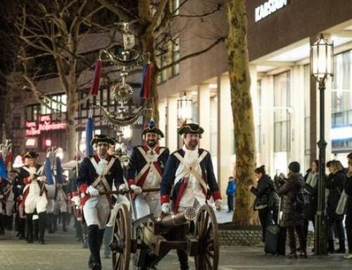 Sternmarsch der Ehrengarde durch die Bonner City